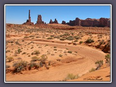 Monument Valley - Yei Bi Chei und Totem Pole